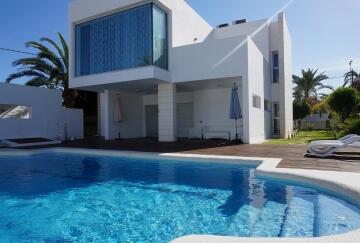 Aqualica servicios integrales para piscinas en madrid for Piscinas diferentes en madrid
