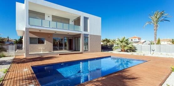 Aqualica mantenimiento piscina particular en madrid for Mantenimiento de piscinas madrid